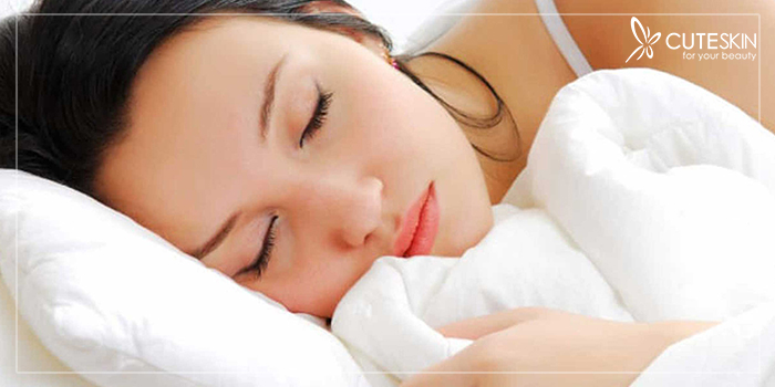 شفاف کردن پوست صورت با خواب کافی